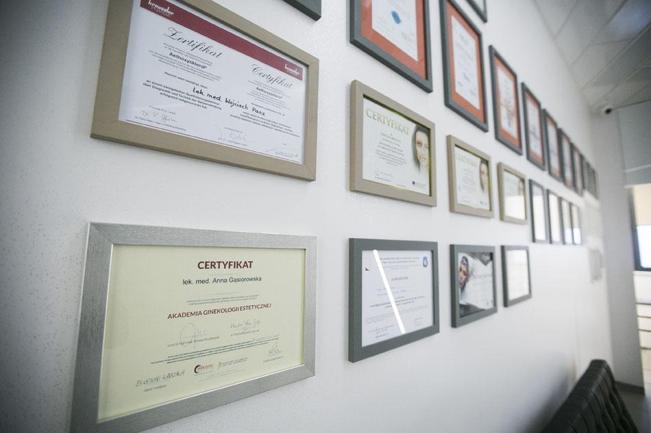 certyfikat ukończenia Akademii Ginekologii Estetycznej